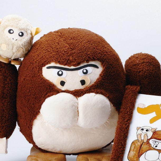 幼児の発達を促すキャラクター玩具と絵本の制作